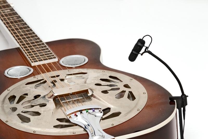 Mikrofony pro kontaktní snímání hudebních nástrojů